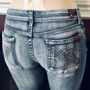 7 FOR ALL MANKIND LIFHT WASH BOOT CUT JEANS